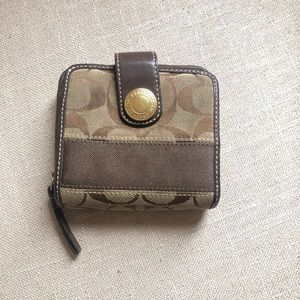 Classic 'C' Coach zippered Wallet